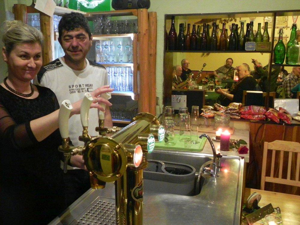 Pivo se v klubovně ( bývalé hospodě ) čepuje bez účtenek, na útratu se členové spolku skládají