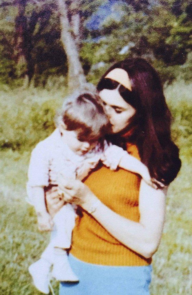 Maminka Melanie a Ines, Amalije Knavsová, byla velice krásná žena.