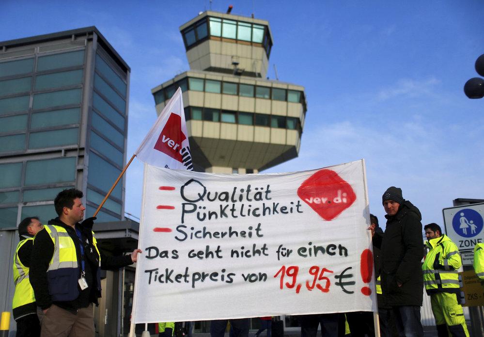 Stávka zaměstnanců na berlínském letišti Tegel