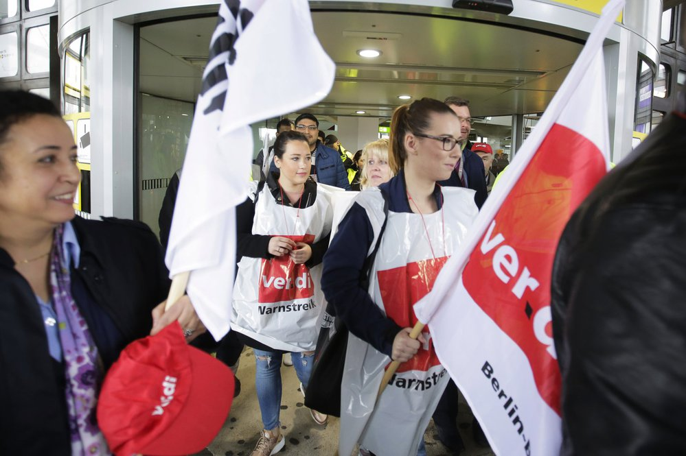 Stávkující pozemní personál berlínských letišť