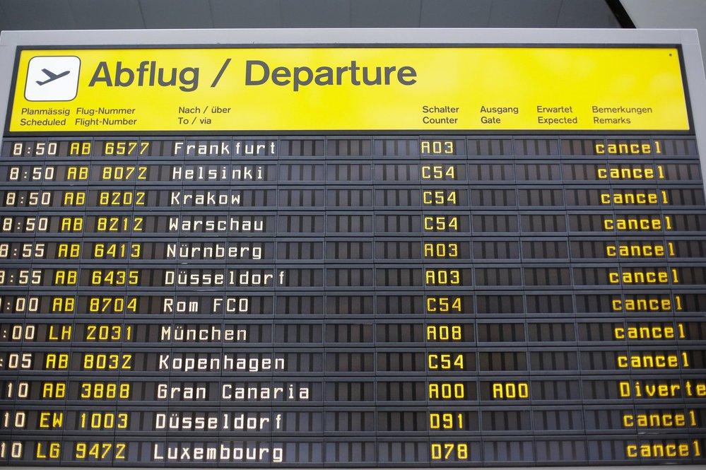 V pondělí muselo být zrušeno na 650 letů z a na berlínská letiště
