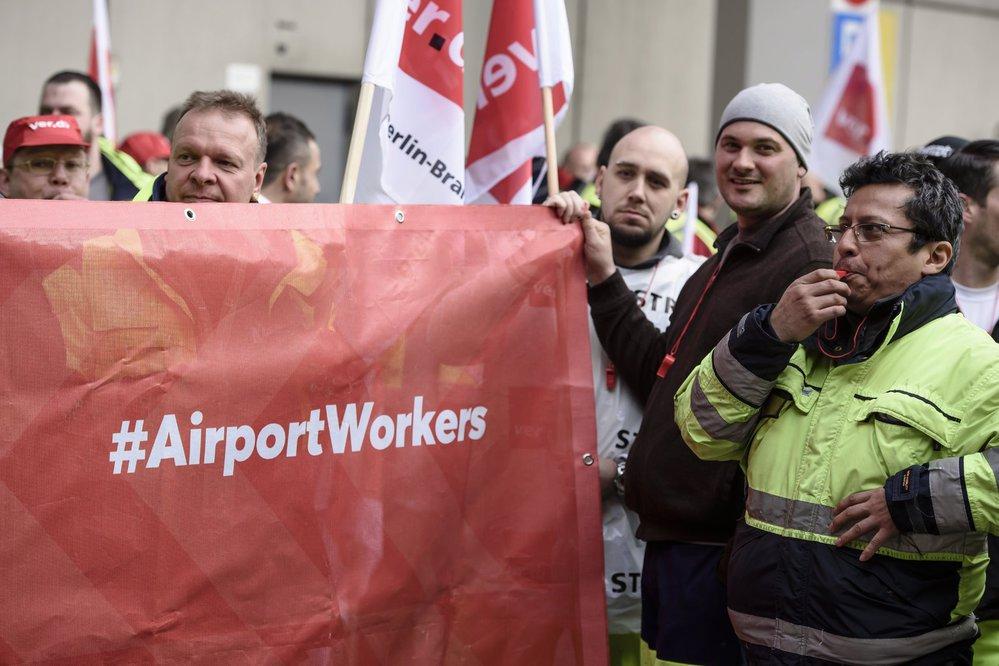 Stávkující zaměstnanci berlínských letišť