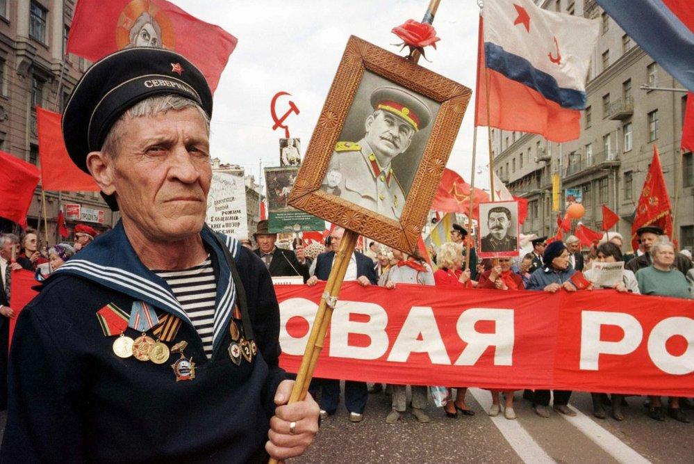 """Oslavy vítězství v takzvané """"velké vlastenecké válce"""". Stalin je stále obdivován."""