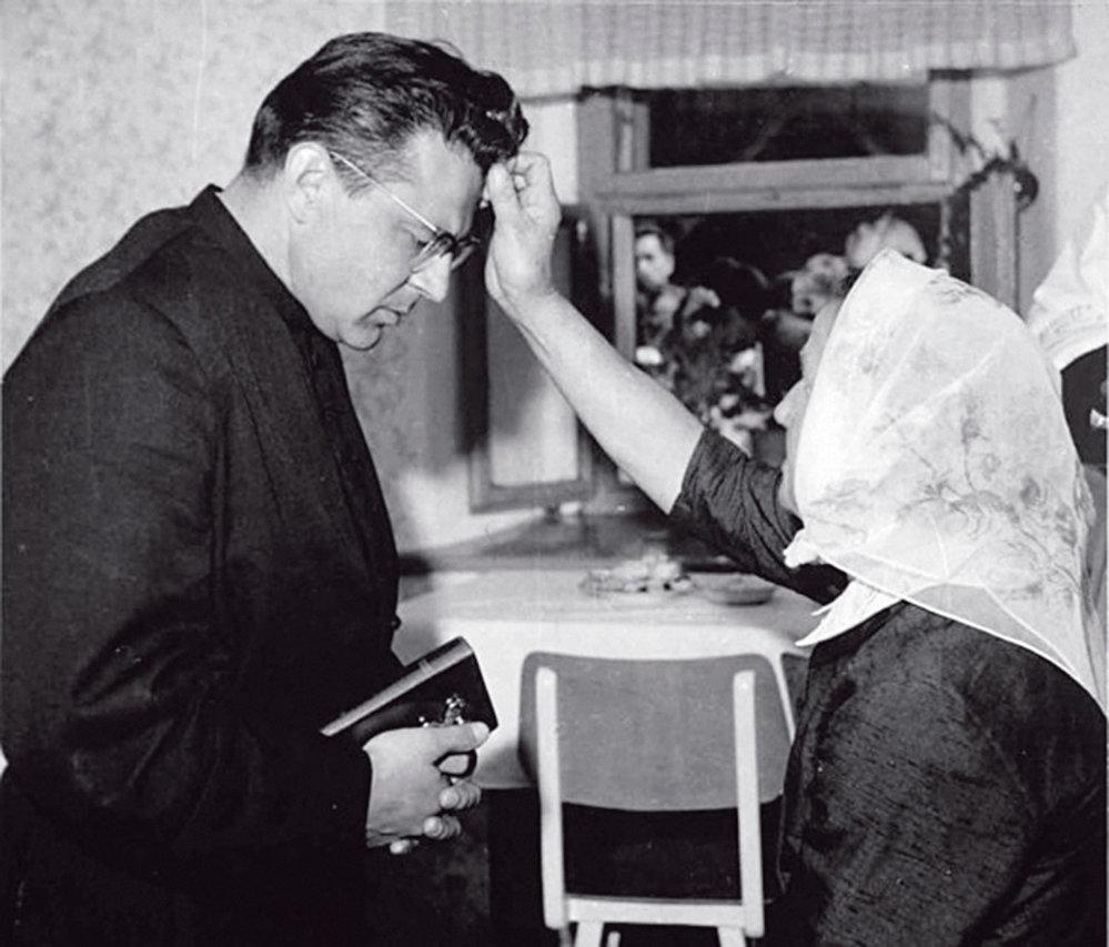 Státního souhlasu s výkonem kněžského povolání byl zbaven v roce 1978