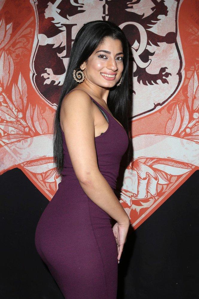 Nadia Ali je praktikující muslimka.