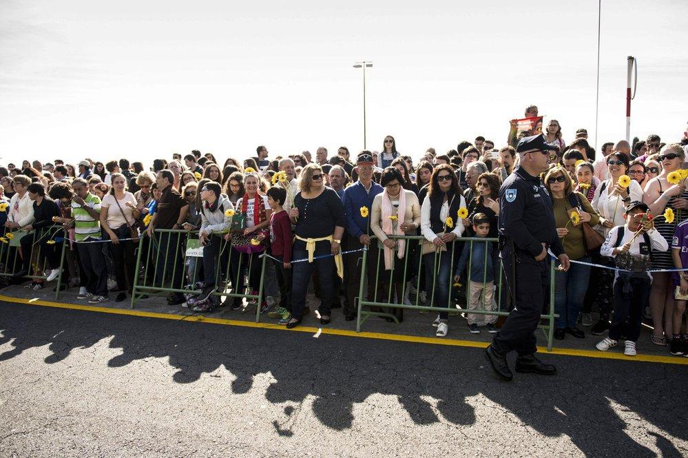 Ceremoniálu s Cristianem Ronaldem se na letišti zúčastnily stovky lidí