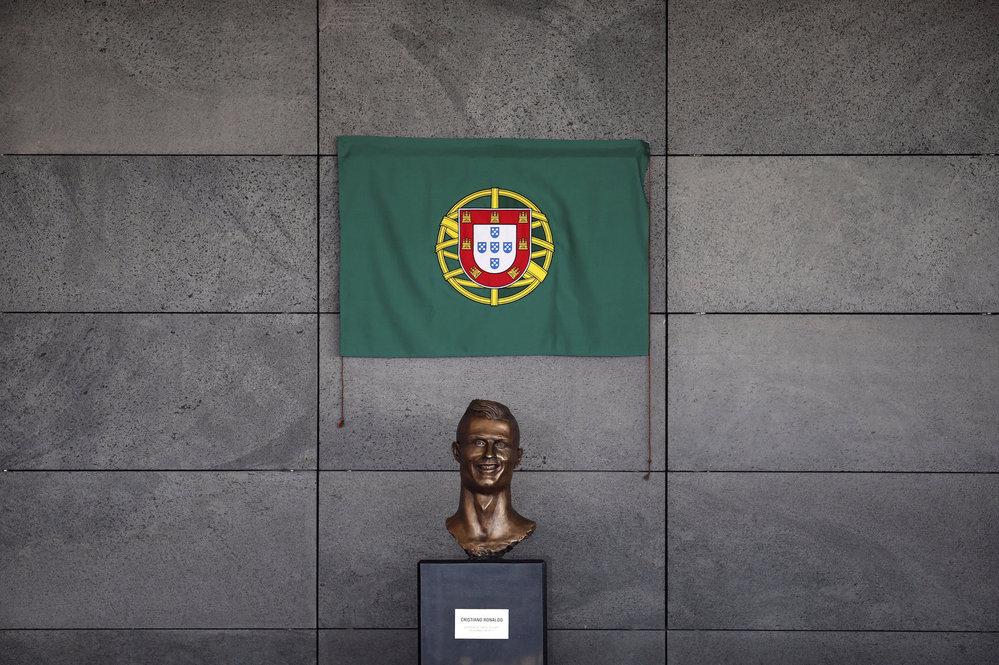 Busta Cristiana Ronalda na nově přejmenovaném letišti v Madeiře