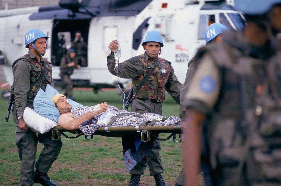 Evakuace zraněných osob ze Sarajevského fotbalového stadionu, 1994