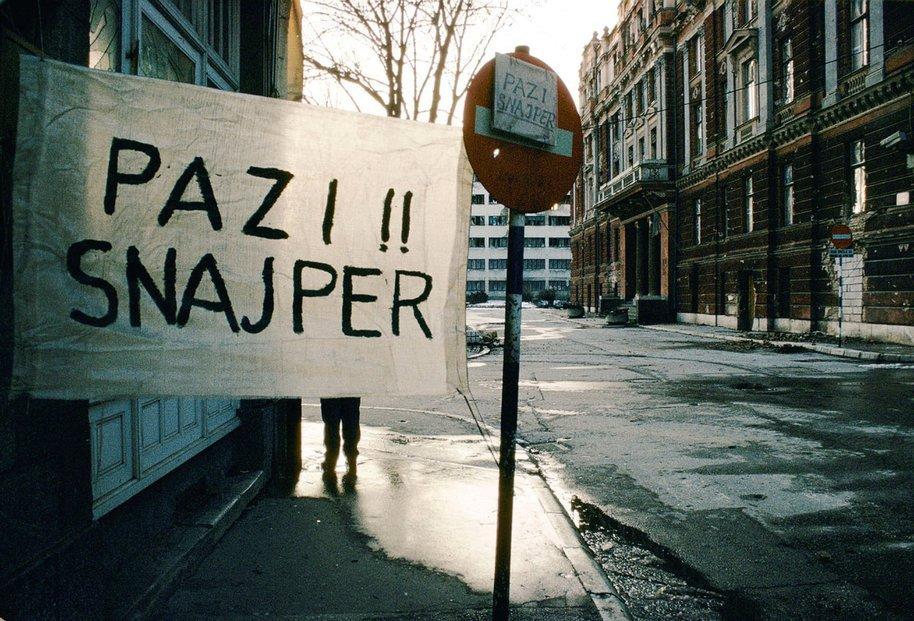 Nápis - dejte si pozor na odstřelovače, Sarajevo 1994