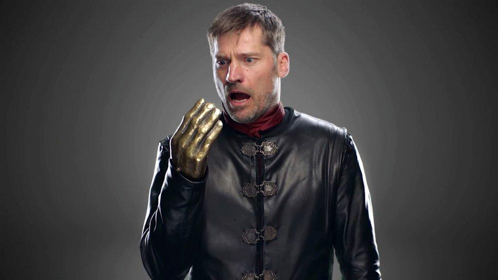 JAIME LANNISTER. Stejně jako ostatní postavy sedmé řady i Jaime Lannister bude oblečen do černé barvy. Pokud by chtěl s nimi ladit úplně, musel by pouze vyměnit svou zlatou ruku za stříbrnou.