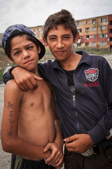 V současnosti je sídliště plné Romů a jen těžko se odhaduje, kolik jich tu vlastně žije. Dle košického magistrátu maximálně 4 tisíce, ale Michael Biach to odhaduje na 6 až 8 tisíc.