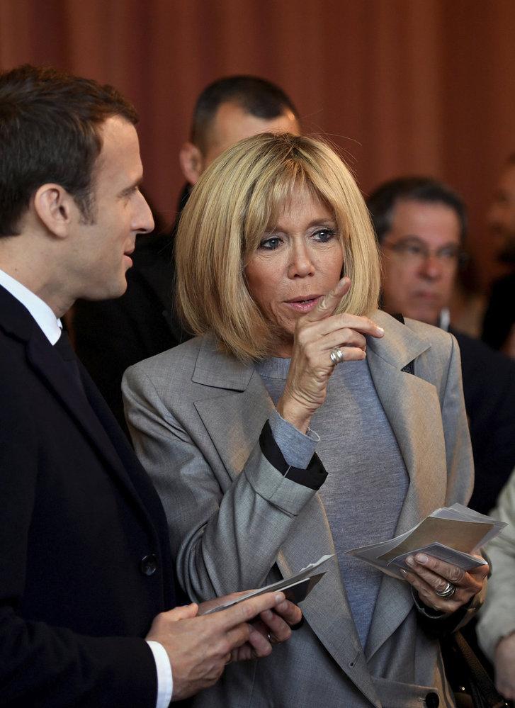 Emmanuel Macron a jeho žena.