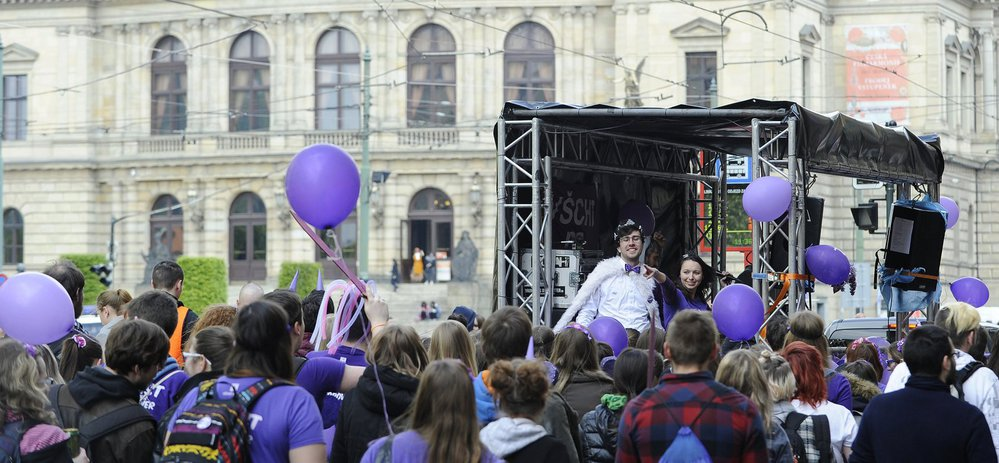 Studenti v metropoli slaví Majáles. Večer si zvolí svého krále