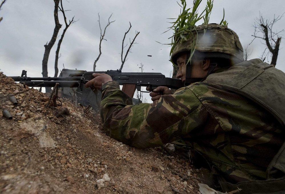 Ukrajinský voják na frontě.