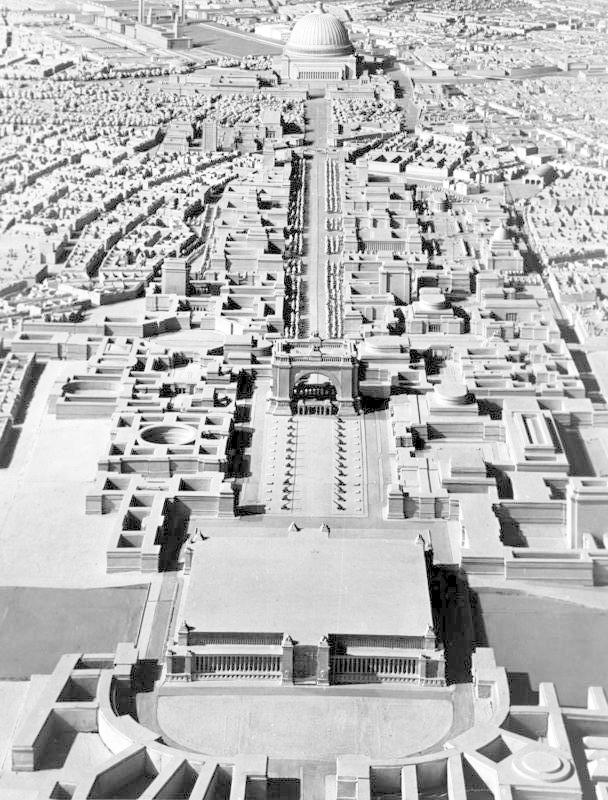 Plány na hlavní město světa Germanii narušil příchod války.