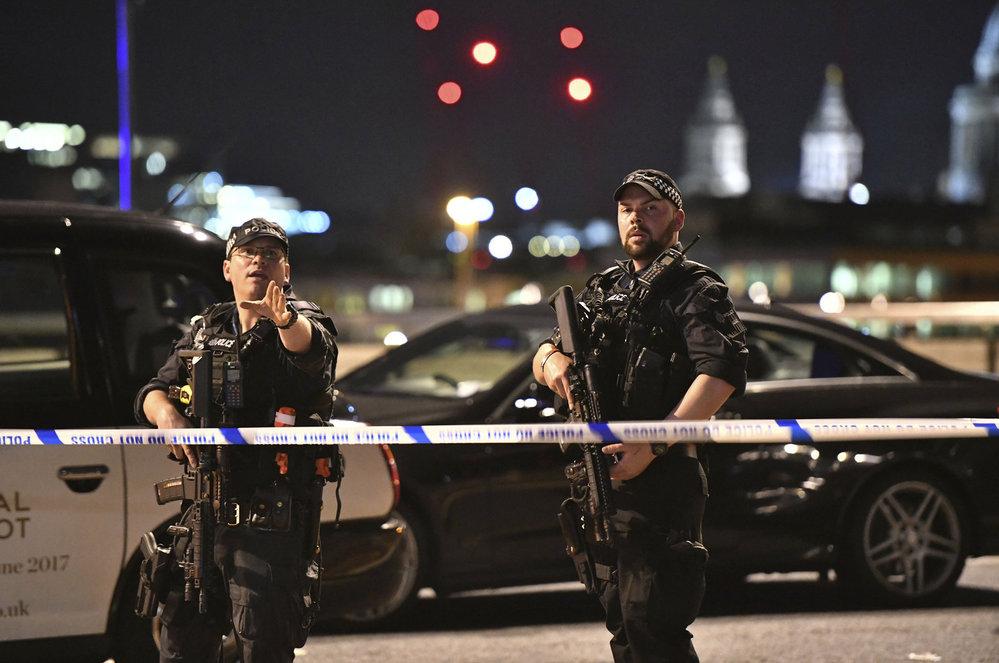 Ozbrojená policie uzavřela ulice