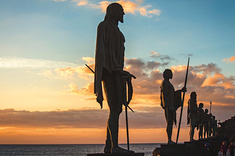 Sochy devíti králů, kteří ostrovu vládli.