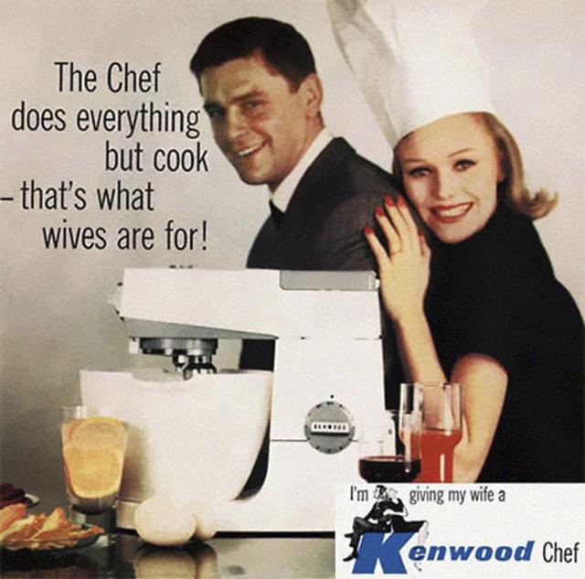 15. Reklama na kuchyňský robot tvrdila: Robot dělá cokoli, kromě vaření, od toho jsou manželky.