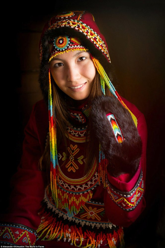 Dívka z národa Dolganů, který byl původně kočovný. Dnes tímto způsobem života žije jen minimum lidí z tohoto kmene.