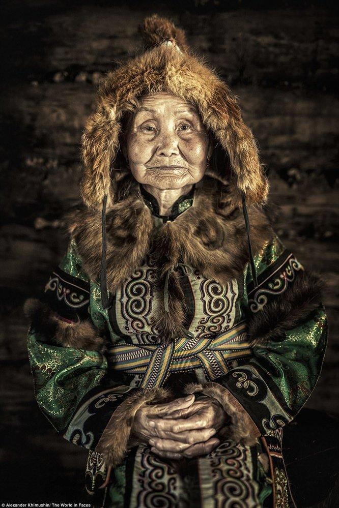 Ulčové patří k původním obyvatelům Sibiře. Oblečení si často vyráběli z kůže ryb.