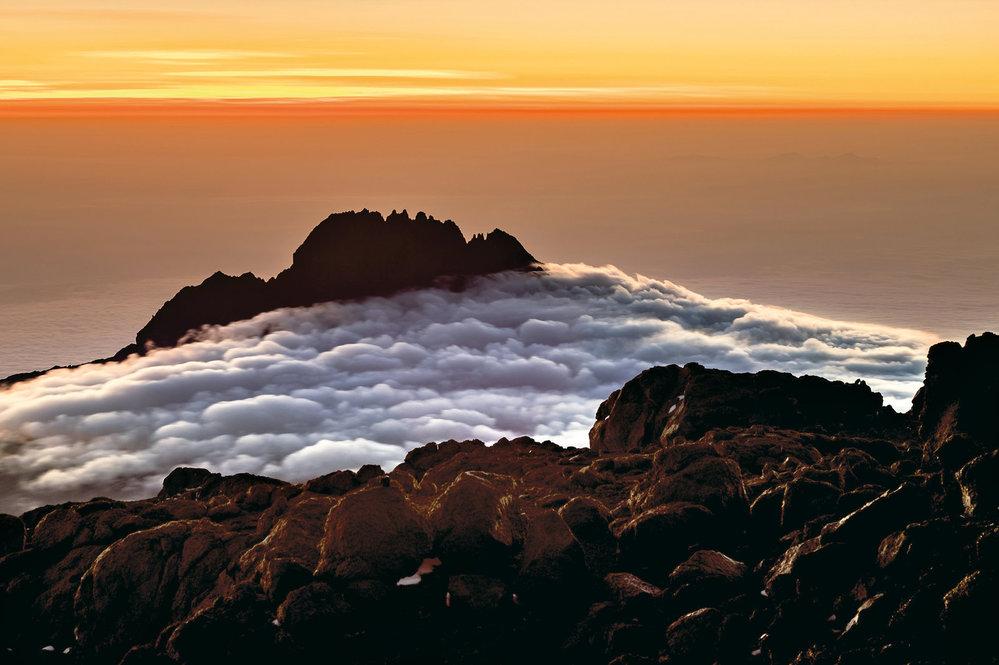 Kilimandžáro není jediný vrchol, ale pohoří. Toto je druhý nejvyšší vrchol – Mawenzi.