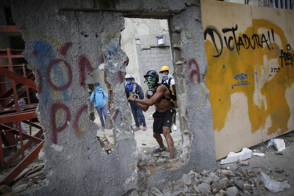 Armáda obklíčila sídlo venezuelské prokurátorky, kritičky prezidenta Madura
