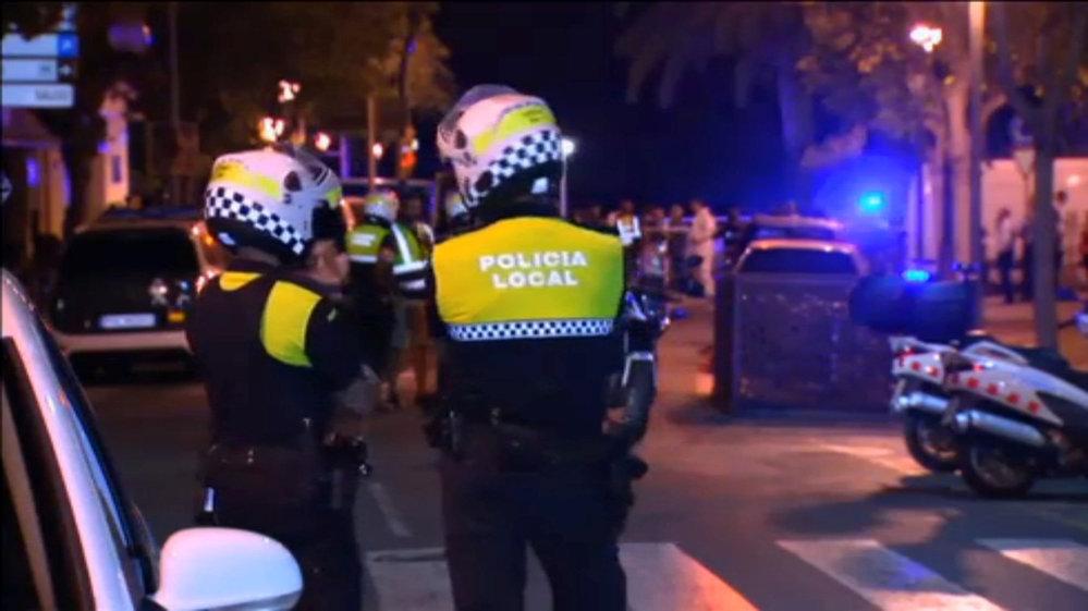 Španělská policie zabila  pět lidí, kteří se v osobním autě v městě Cambrils snažili porážet chodce