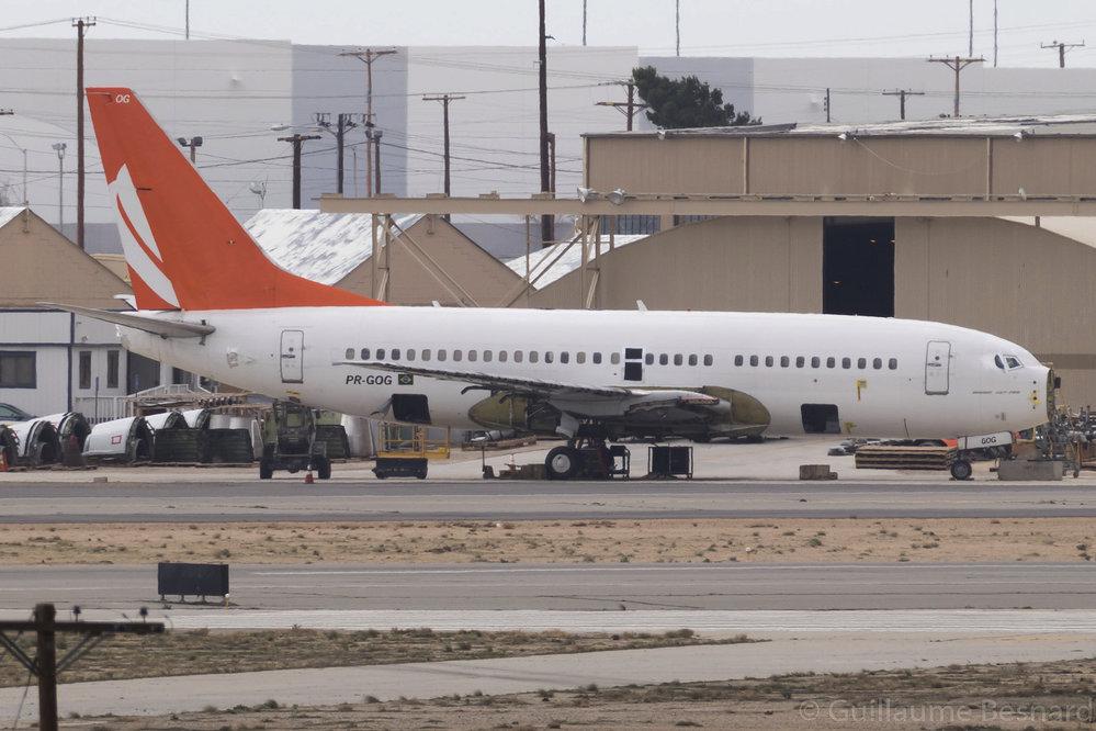 Demontáž 15 let starého Boeingu 737-700