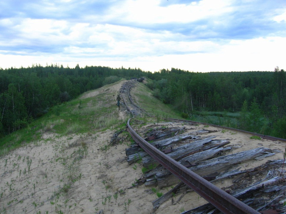 Železnice smrti měla být chloubou Sovětského svazu, dnes pouze chátrá.