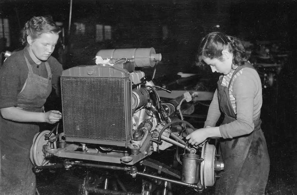 Jak se v šedesátých letech vyráběla ve Škodovce Octavia ve fotografiích Viléma Heckela