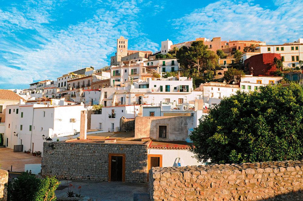 Santa Eulària des Riu, jedno  z významných měst Ibizy