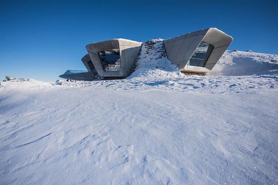Autorkou Messnerova muzea je světová architektka Zaha Hadid.