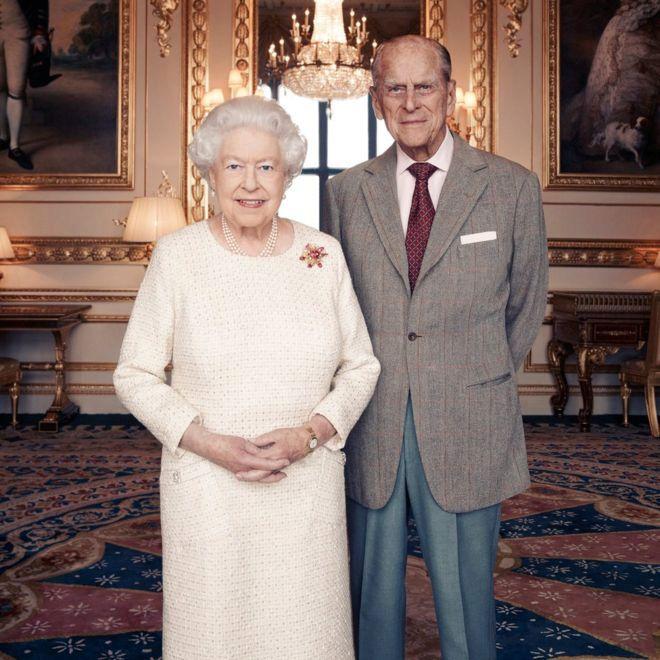 Nový oficiální portrét královny Alžběty a prince Filipa