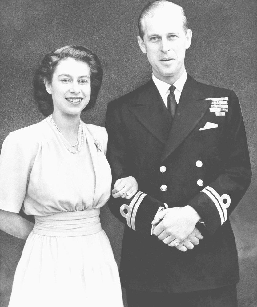 Královna Alžběta a princ Philip za mlada.