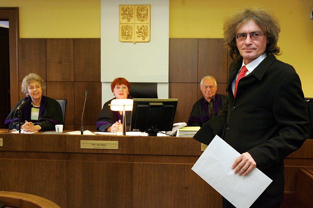 2007: Sbormistr u soudu v Hradci Králové