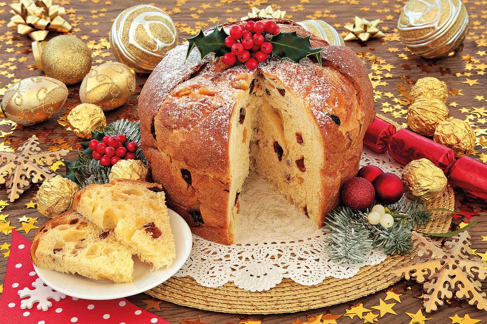 Panettone je bábovka  z kynutého těsta s ovocem