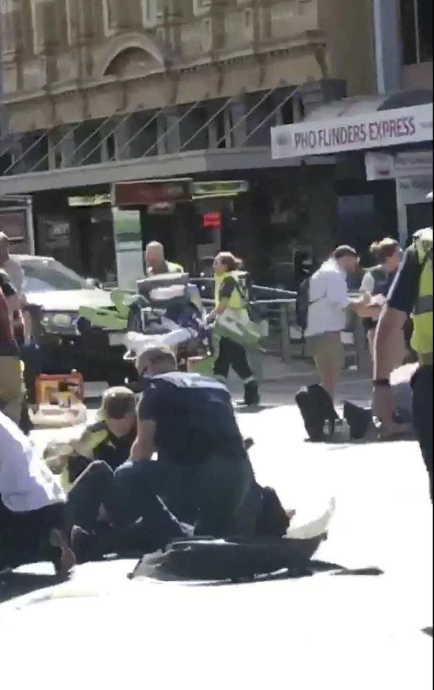 V Austrálii najelo auto do chodců.