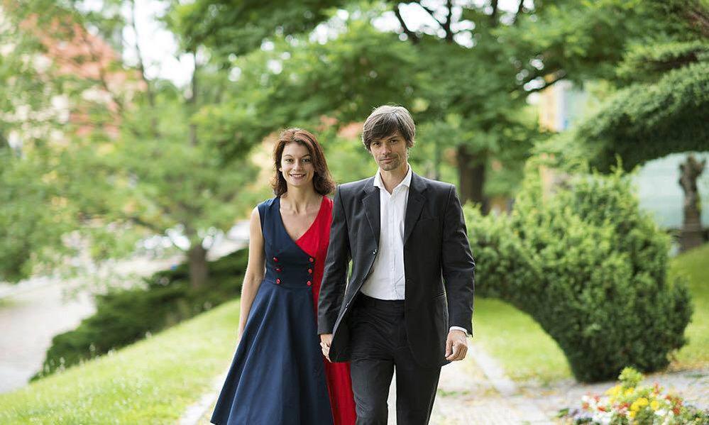 Prezidentský kandidát Marek Hilšer a o třináct let mladší manželka Monika. Pár by to byl vskutku reprezentativní