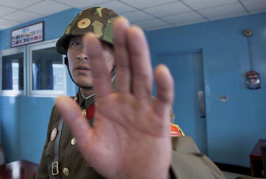 Je zakázáno fotografovat vojáky.