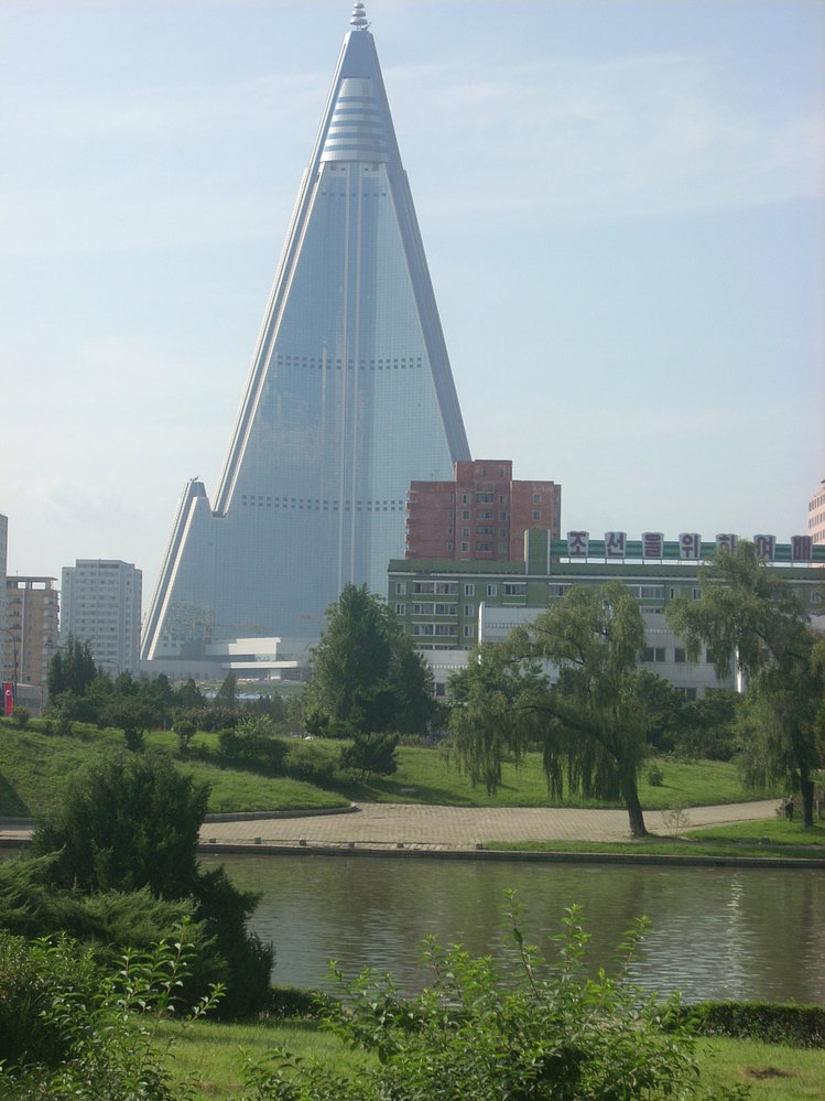 Ve městech se režim chlubí mnoha moderními stavbami, to se musí nechat.
