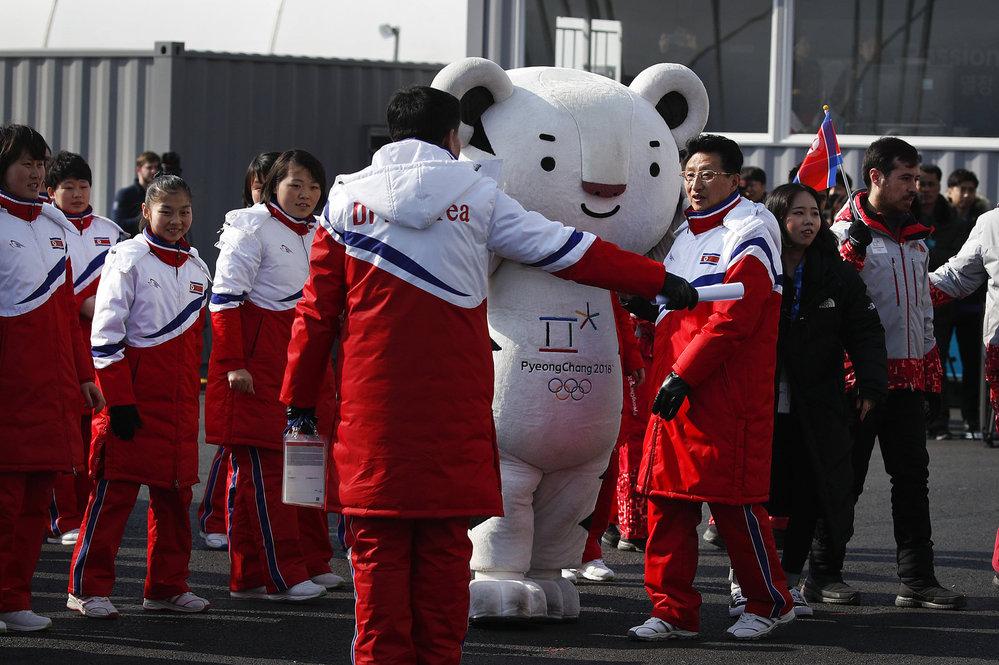 Vojenská přehlídka se v KLDR konala den před zahájením zimních olympijských her