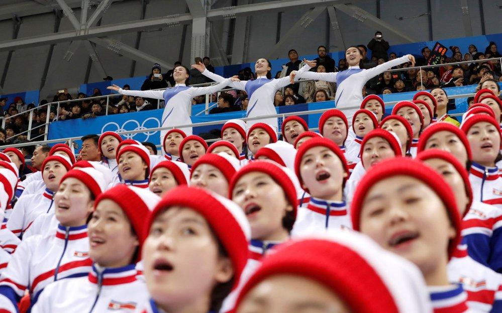 I KLDR má své cheerleaders, které fandily domácímu výběru při zápase proti českým hokejistům
