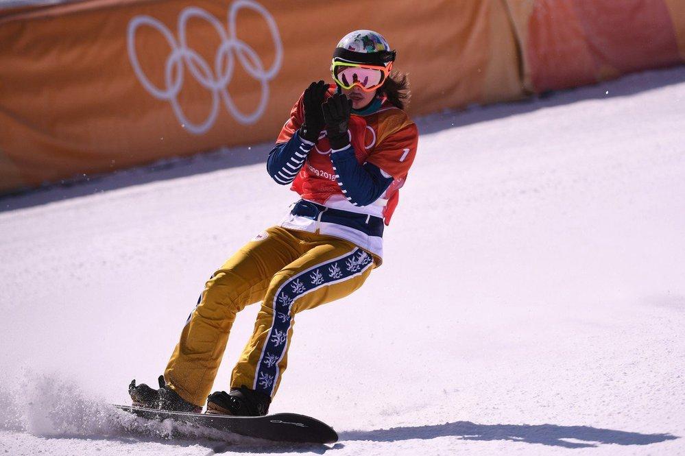 Eva Samková dojela při obhajobě olympijského zlata ve snowboardcrossu třetí a získala třetí českou medaili v Pchjongčchangu.