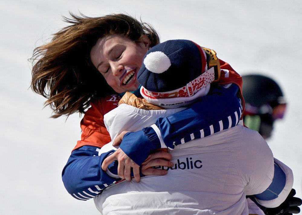 Eva Samková dosáhla na bronz ve složité sezoně, v níž musela vynechat tři závody SP kvůli zranění ramena