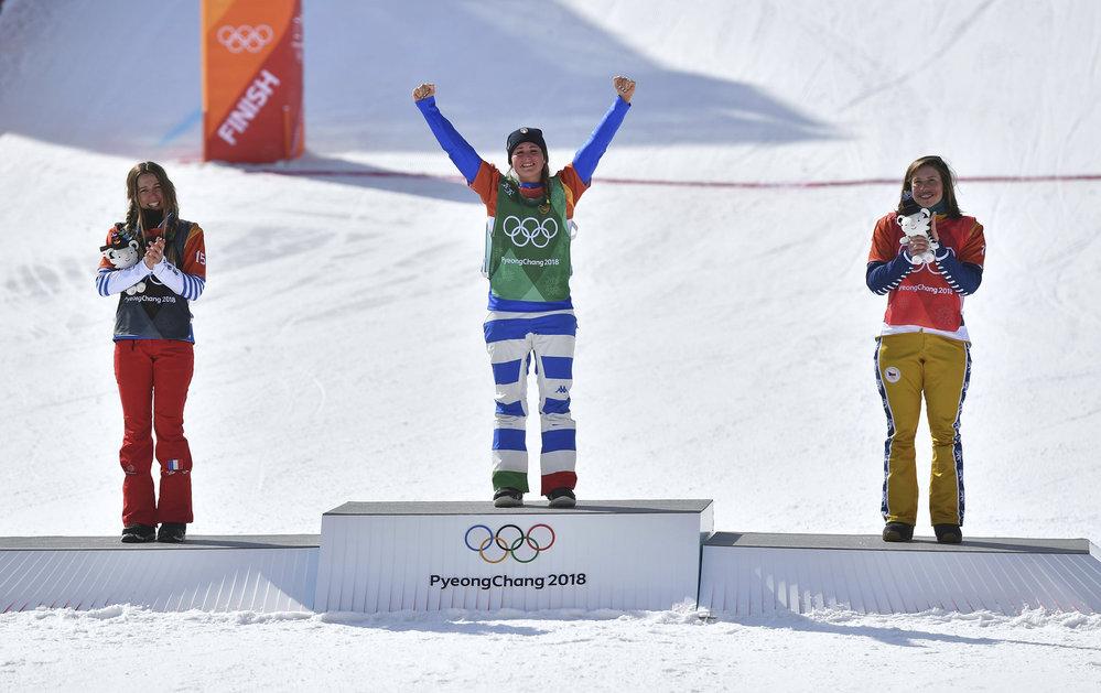 Nadšená Eva Samková na stupních vítězů
