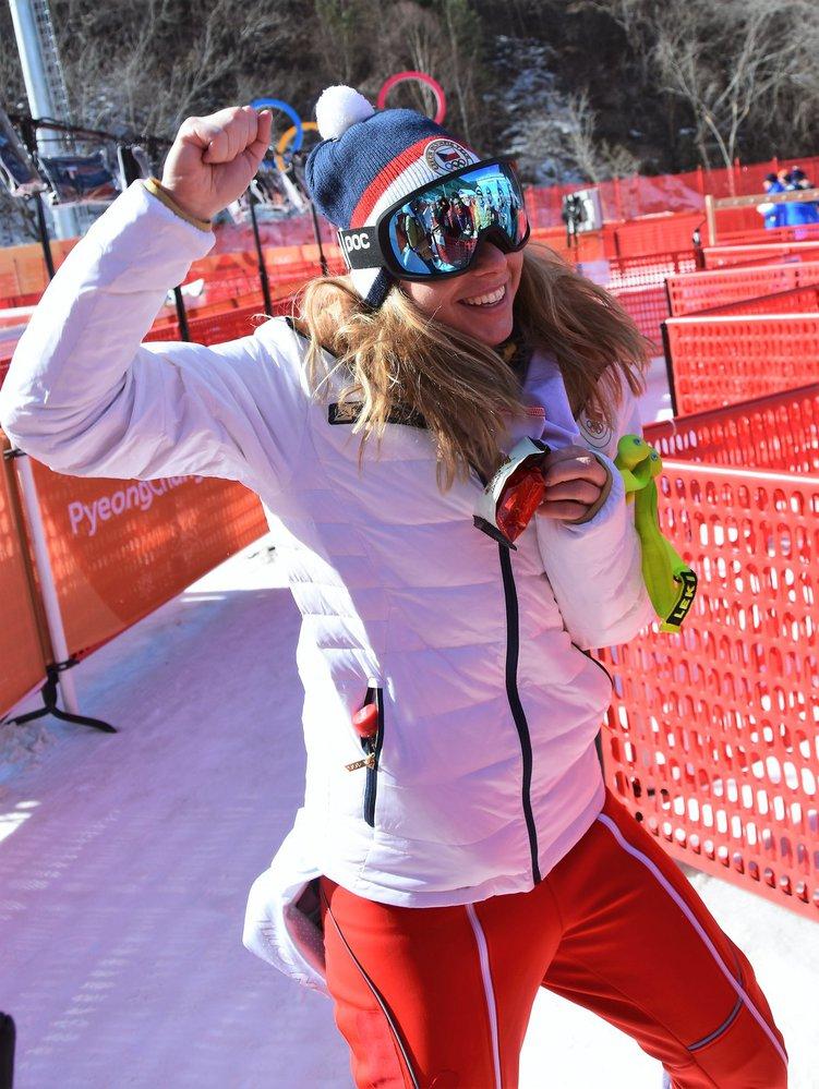 Rozradostněná Ester Ledecká v cíli superobřího slalomu
