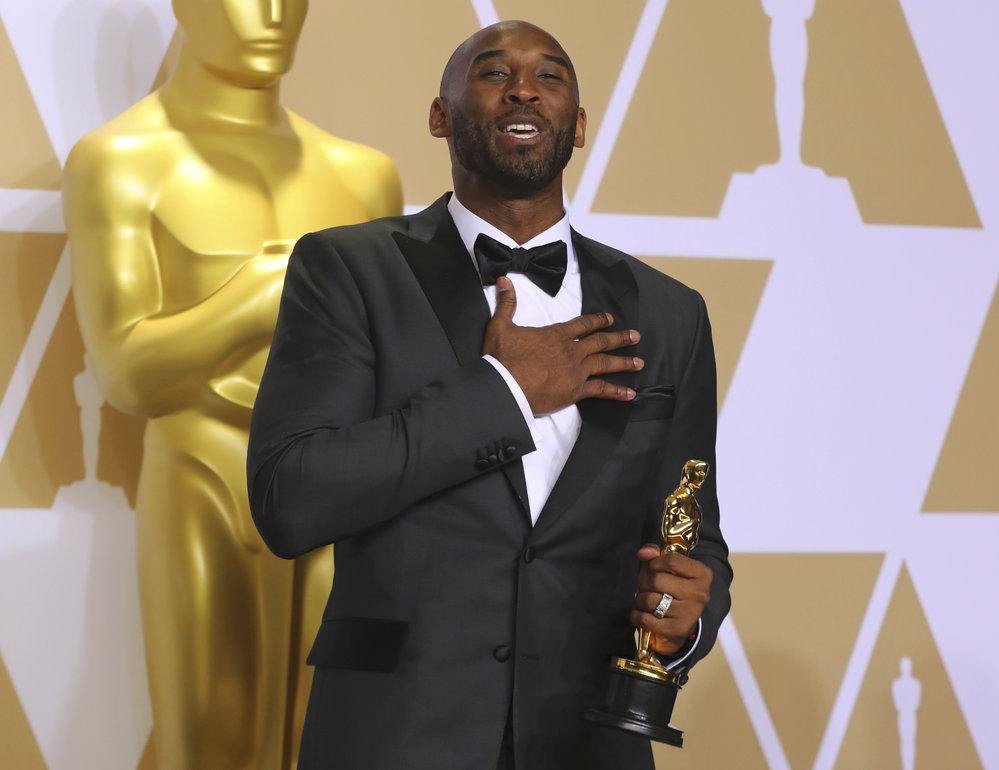 """Kobe Bryant měl ze zisku Oscara za svůj film Drahý basketbale upřímnou radost. """"Lepší než vyhrát ligu,"""" pronesl"""