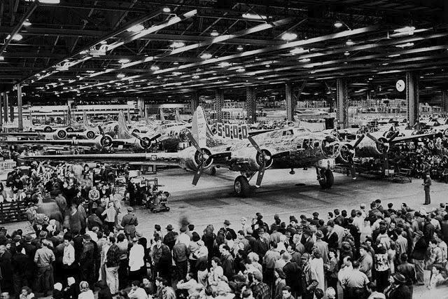 Nad továrnou Boeing vyrostla za války falešná obytná čtvrť