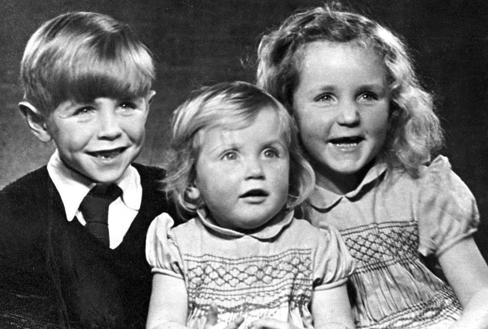 Malý Stephen se svými sestrami Mary a Phillipou