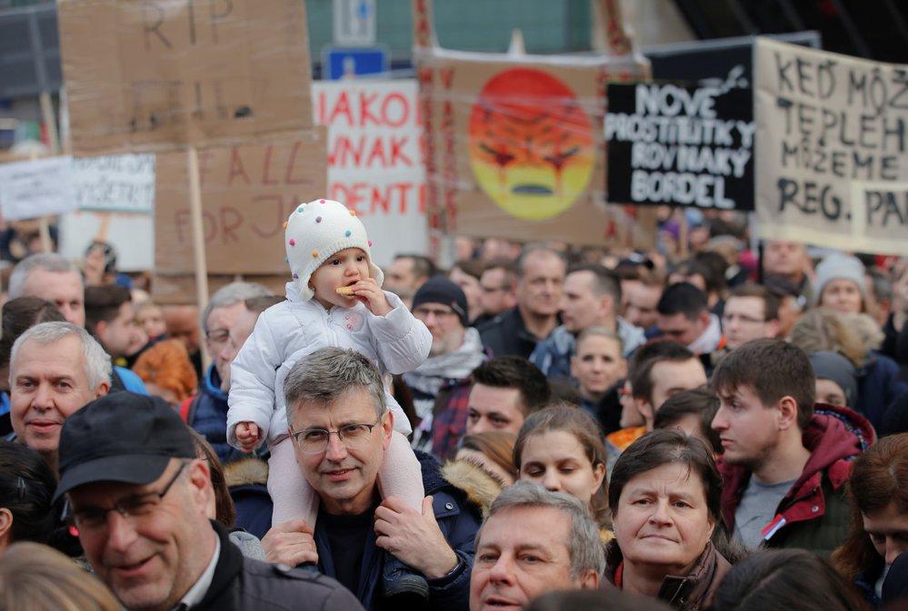Protestů v pátek 16.3. 2018 se v Bratislavě zúčastnilo kolem 50 tisíc lidí